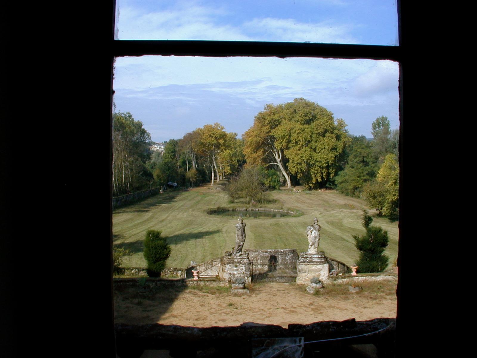 Vue fenetre statues chateau de peyrins for Histoire de la fenetre
